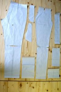 Eine solch schmal geschnittene Herrenhose lag noch nie auf diesen Tischen!