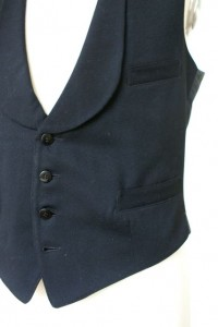 Die Detailaufnahme zeigt die liebevollen Verarbeitungsdetails an den Taschen sowie die hervorragenden handgemachten Knopflöcher.