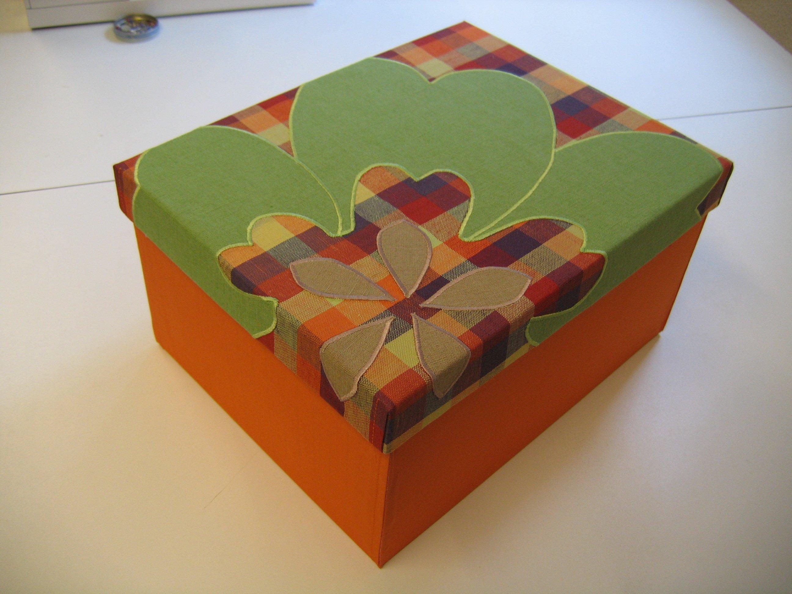 Fertig bezogene Schachtel