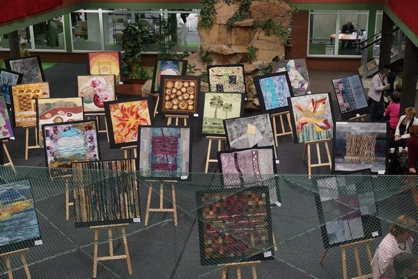 """Art Quilt Club CZ mit der Ausstellung """"Seide"""" (2013)"""