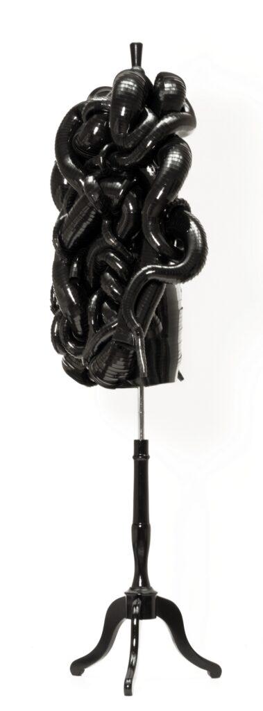 Iris van Herpen Snake Dress, Haute Couture, Amsterdam, 2011, Seitenansicht Eigentum der Stiftung für die Hamburger Kunstsammlungen Foto: Maria Thrun