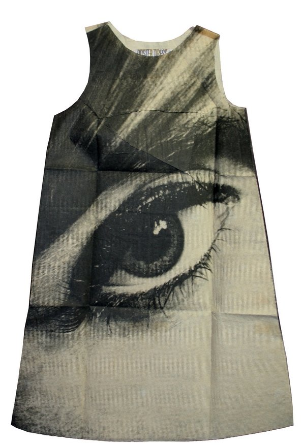 "Harry Gordon Poster Dress ""Mystique Eye"", London, 1968 Eigentum der Stiftung für die Hamburger Kunstsammlungen Foto: Maria Thrun"