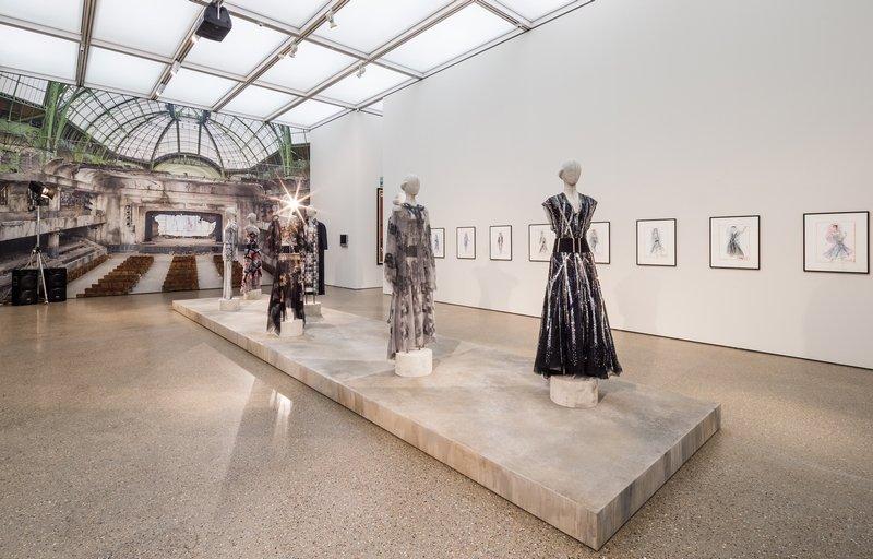 Karl Lagerfeld Ausstellungsansicht im Museum Folkwang, 2014 Raum CHANEL Haute Couture-Mode, CHANEL 2013 Modezeichnungen, CHANEL 2013 © 2014, Karl Lagerfeld © Foto: Museum Folkwang, Sebastian Drüen, 2014