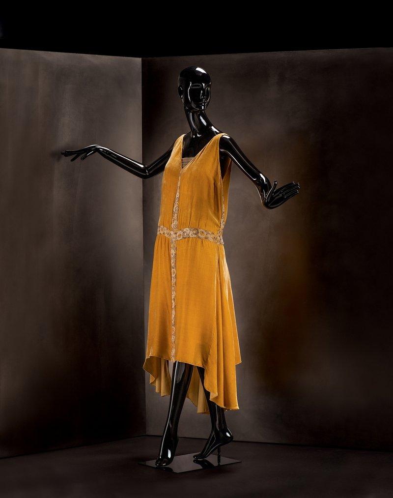 Gabrielle Chanel Abendkleid, 1927/28 Seidengewebe, Perlstickerei Sammlung Martin Kamer, Zug (Schweiz) © Draiflessen Collection, Mettingen, Fotografie von Christin Losta