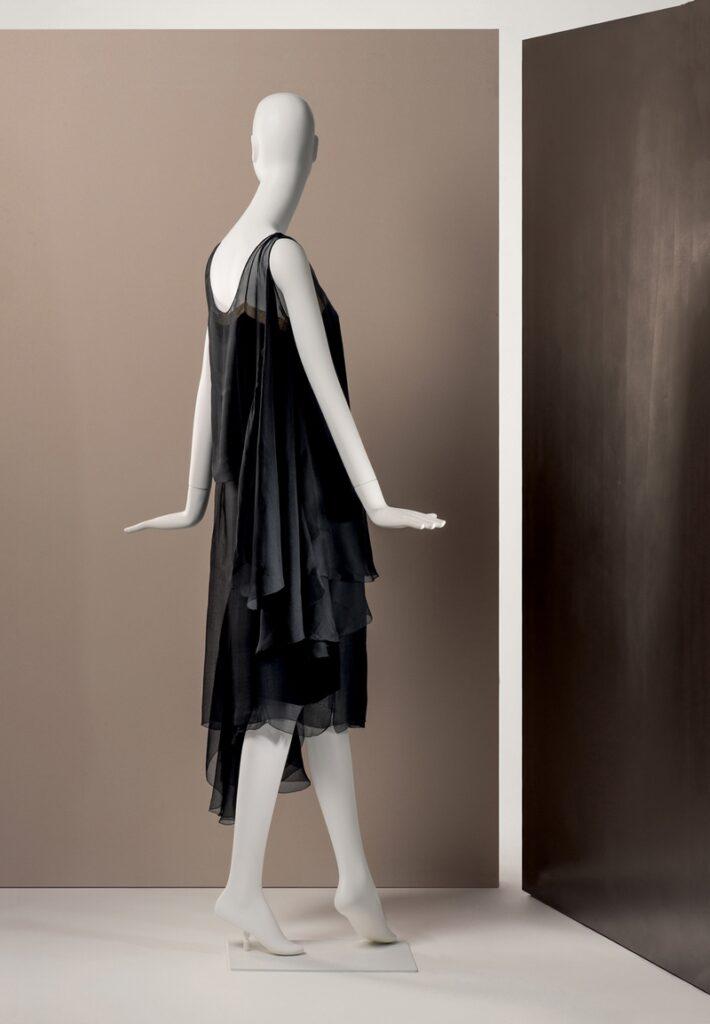 Gabrielle Chanel Abendkleid, 1925/26 Seidengewebe Sammlung Martin Kamer, Zug (Schweiz) © Draiflessen Collection, Mettingen, Fotografie von Christin Losta
