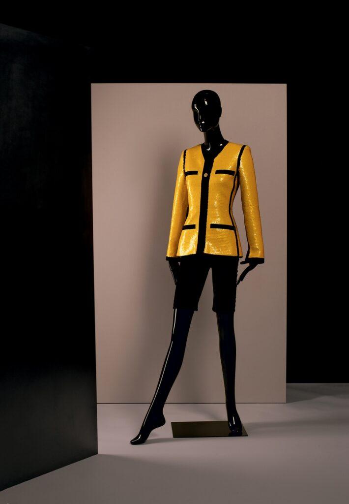 Karl Lagerfeld Ensemble, Chanel Boutique, Frühjahr/Sommer 1991 Baumwoll/Lycra-Trikot, Seidenorganza, Paillettenstickerei Den Haag, Gemeentemuseum © Draiflessen Collection, Mettingen, Fotografie von Christin Losta