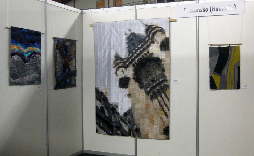 Blick in die Ausstellung rumänischer Quilts