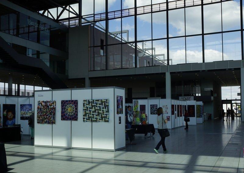 Ausstellung 'Textile Farbspiele' von Monika Flake