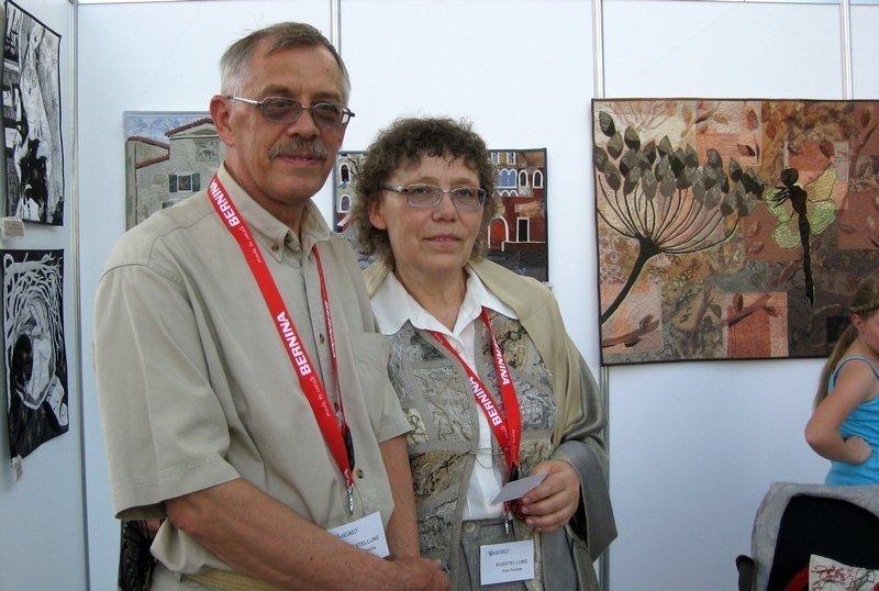 Irina Fomina und ihr Mann aus der Ukraine vor ihrer Ausstellung 'Birds and Other Simple Beings'