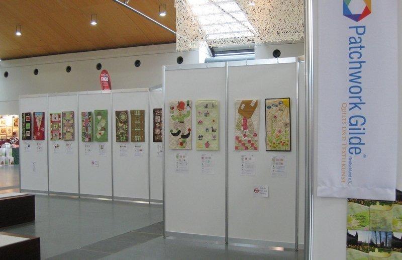 """Blick in die Ausstellung """"Wundertütenquilts"""" der Patchwork Gilde"""