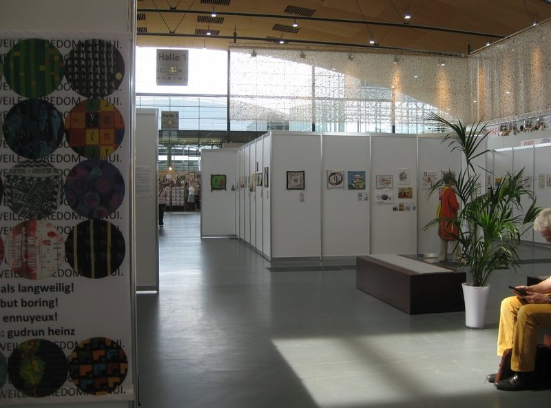 """Blick auf die Ausstellung """"Aus der Küche"""" von Pascale Goldenberg / Deutsch-Afghanische Initiative"""