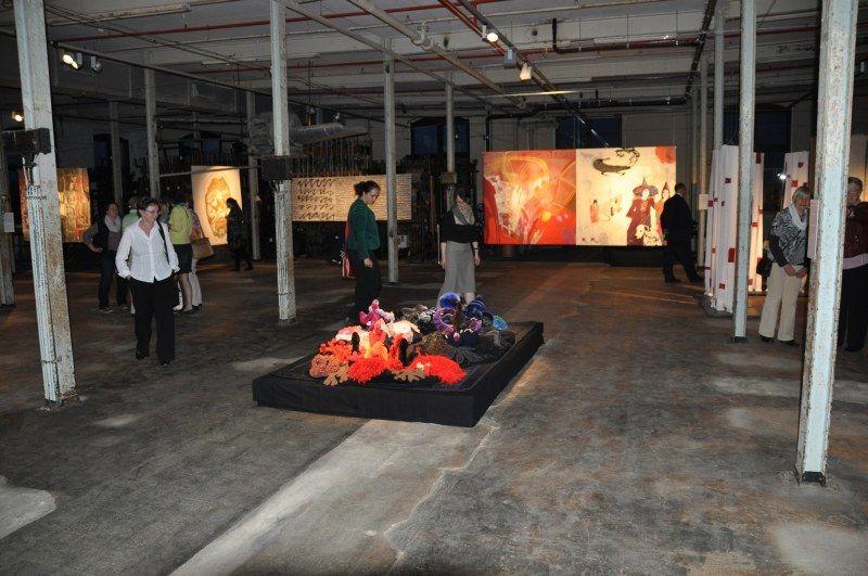 Blick in die Ausstellung in Bocholt am Abend Foto: Sibylla Schuldt