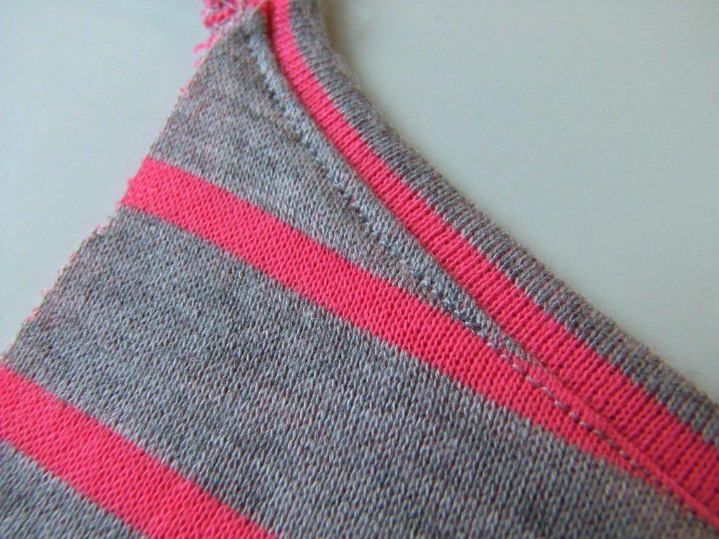 Fertiger Ausschnitt Blusen-Shirt