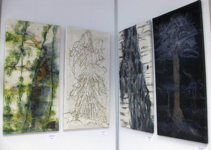 Mehrjahresprojekt von Heidi Rehak: Rinde mit Flechten, Winter, Birkenrinde und Bei Nacht (v.l.n.r.)