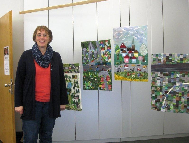 """Blick in die Ausstellung """"B 1"""" , links: Bea Galler"""
