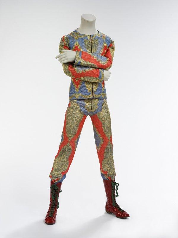 Wattierter Zweiteiler, 1972 Entworfen von Freddie Burretti für die Ziggy Stardust Tour Courtesy: The David Bowie Archive Foto © Victoria and Albert Museum
