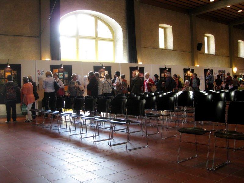 Blick in die Ausstellung 'Textile News: Langeweile.'