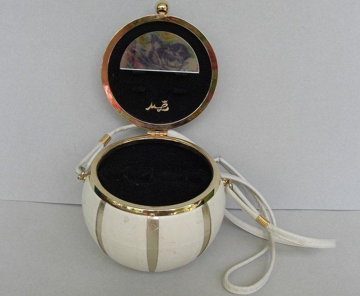ML Designer Lederbox, weiss mit Gold, 1950 Foto: © Ingrid Buresch