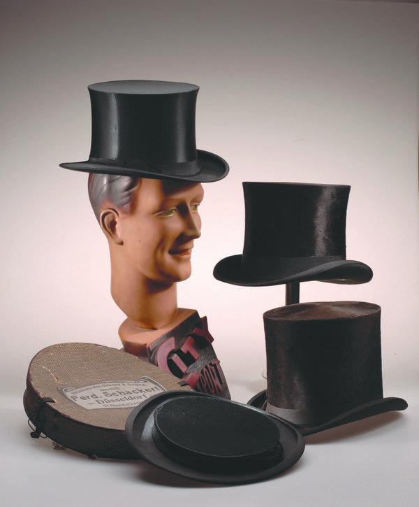 Der Zylinder hat seine Karriere als 'Revoluzzer' begonnen, bevor er zur alltäglichen Kopfbedeckung des Bürgers und dann zu einem Hut für besondere Anlässe wie zum Beispiel Hochzeit oder Beerdigung wurde. Foto: Jürgen Hoffmann © LVR-Industriemuseum