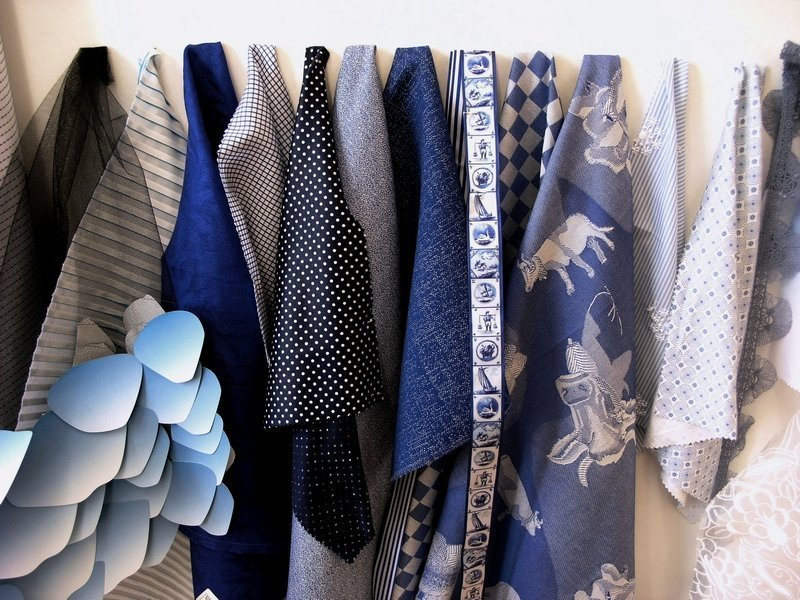 Ein Klassiker in allen Variationen. Die Textilindustrie setzt im Frühjahr/Sommer 2015 auf Blau und Weiss. Foto: © Textilmuseum, St. Gallen