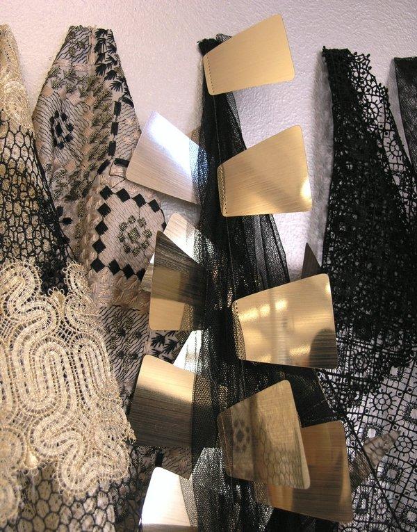 Kontrastreich in Farbe und Form. Schwarzweiss bleibt auch im Sommer 2015 ein Modethema Foto:  © Textilmuseum, St. Gallen