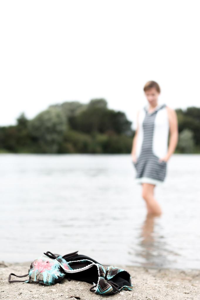 Bikini, Flip Flops und Strandkleid - mehr braucht es nicht