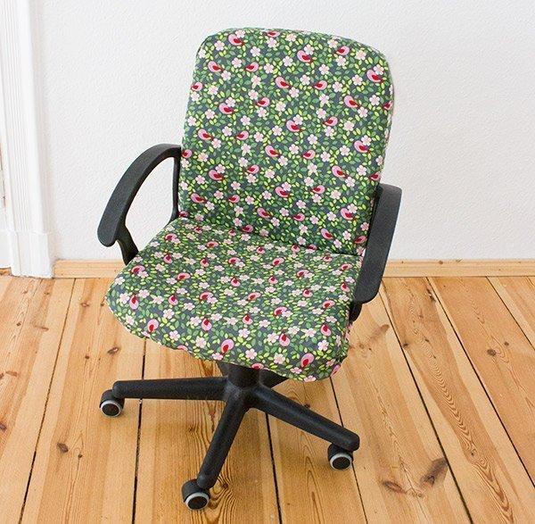 diy anleitung einen stuhl mit stoff beziehen. Black Bedroom Furniture Sets. Home Design Ideas