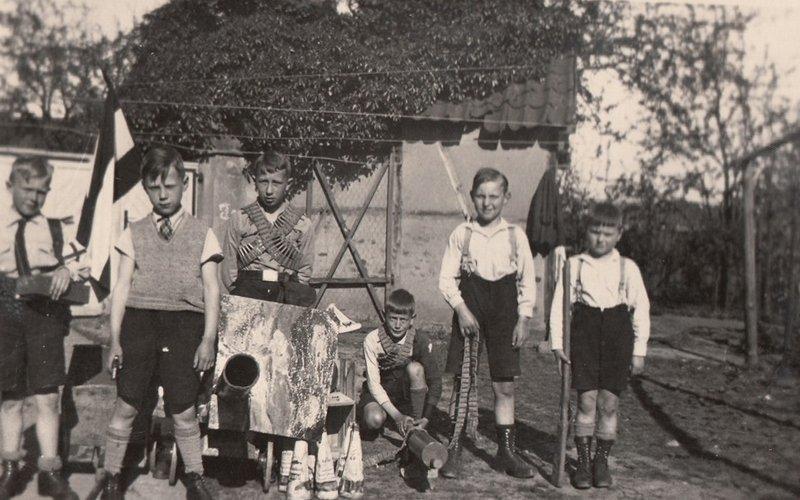 Kinder im Kriegsspiel Bild: LVR-Industriemuseum