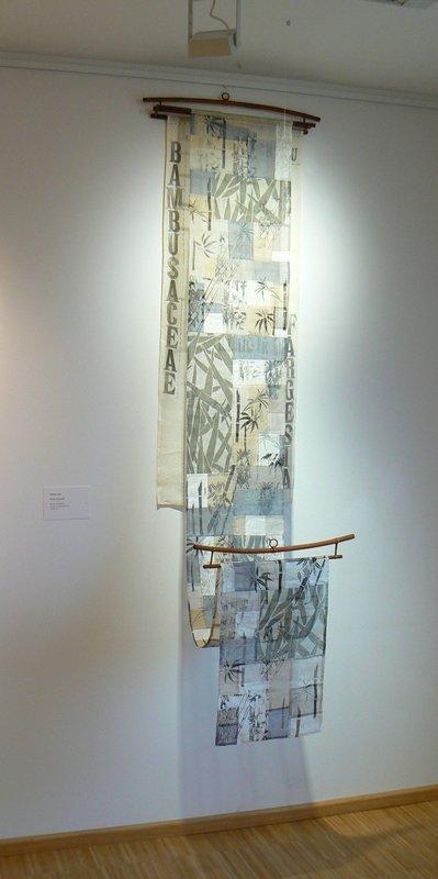 Bärbel Grünewald: Bambus I, 2011, 50 x 230 cm Bambus wächst mit geraden langen Stängeln in den Himmel, er biegt sich im Wind, beugt sich unter der Schneelast und richtet sich wieder auf.