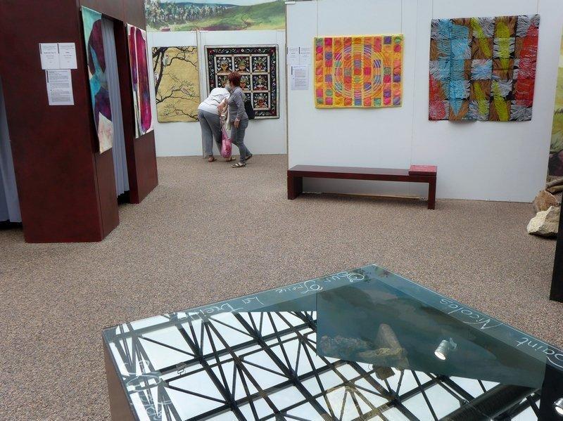 Blick in die Ausstellung 'Das Europäische Patchwork Treffen und seine Künstlerinnen von 1994 bis 2014′ Parc Minier Tellure