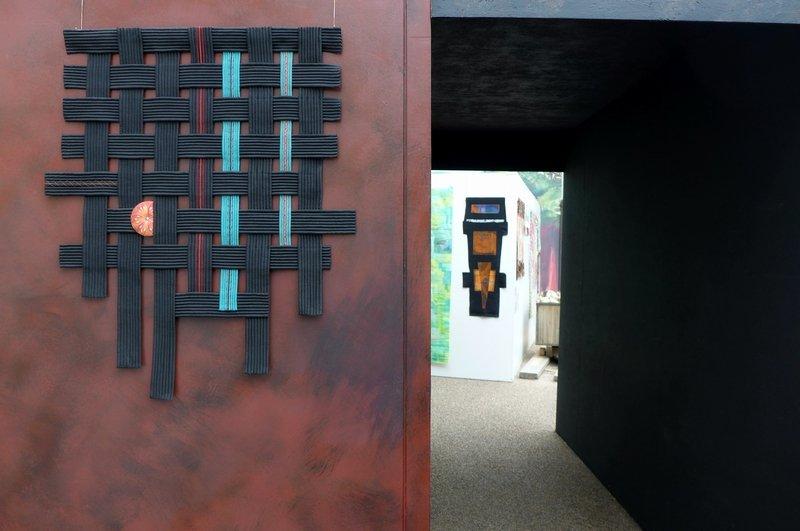 Blick in die Ausstellung 'Das Europäische Patchwork Treffen und seine Künstlerinnen von 1994 bis 2014′ Fave (F):