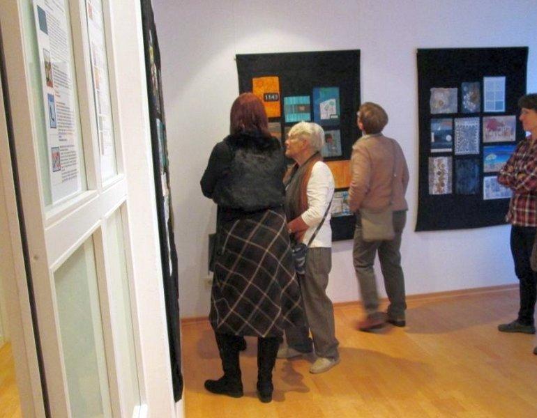 Vernissage der Ausstellung 'Textile News: Langeweile' im Forum MOLA-KUNST, Bremen Foto: Forum MOLA-KUNST