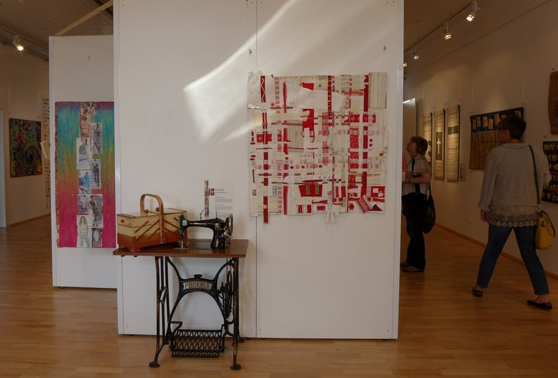 Blick in die Ausstellung 'Zeichen der Zeit' Foto: Gudrun Heinz