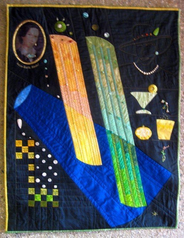 Angelika Henrichs (D): Annagelb und Eleonorengrün - Quilt mit aufgenähtem Glaselementen, die dank Verwendung von Uranoxid bei der herstellung im Sonnen- und UV-Licht fluoreszieren. Besonders beliebt waren die Farben Annagelb und Eleonorengrün, bennant nach den Töchtern des Fabrikanten. Foto: Gudrun Heinz