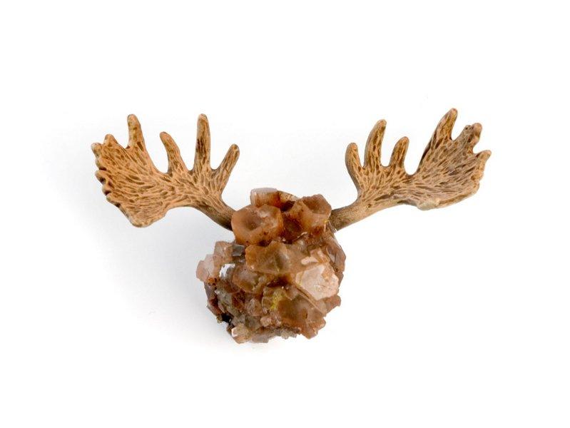 Christina Erlacher, 2014 Brosche 'Stony Moose' Aragonit, Silber, Kunststoff Foto: Cornelia Wruck