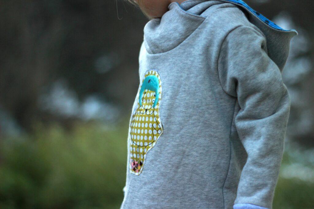 Trapunto Stickerei im Alltag, Wintermädchen als Stickdatei von Kluntjebunt.