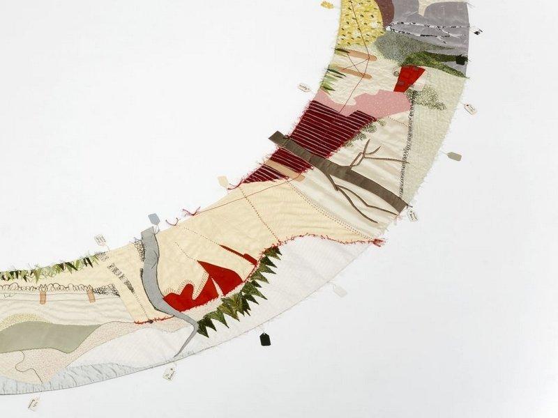 Elizabeth Brimelow: Around Here, Detail Foto freundlicherweise von der Textilsammlung Max Berk zur Verfügung gestellt