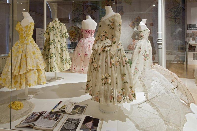 Haute Couture Kleider aus St. Galler Stickerei, 1950er Jahre Foto: Stefan Rohner, 2015