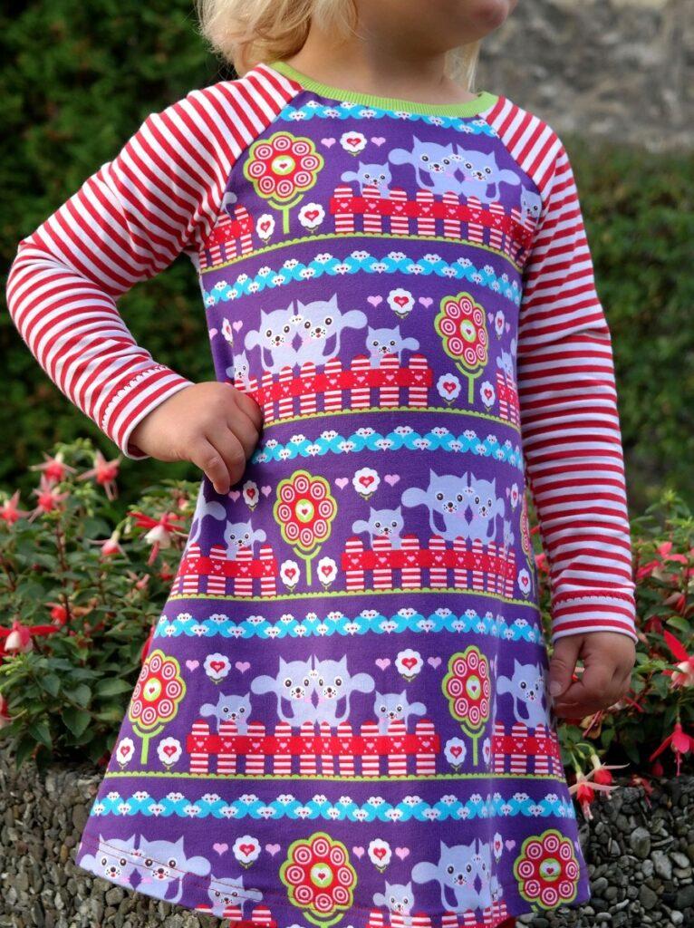 Kleid mit geringelten Raglanärmeln
