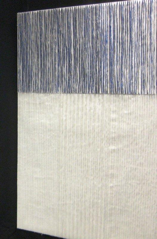 Margit Amann von Glembotzki: Feldstudie in Weiss, 140 cm x 90 cm Erfurt Raufaser 'Classico', Kunstseide Foto: Gudrun Heinz (in Einbeck)