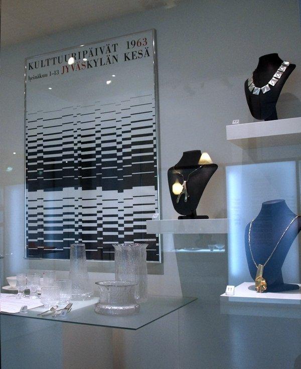 Finnisches Design der 1960er Jahre Tapio Wirkkala und Timo Sarpaneva: Gläser und Vasen (Iittala Glas)  Foto mit freundlicher Erlaubnis von Designmuseo Helsinki