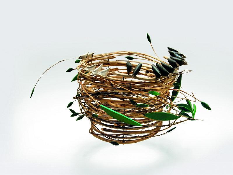 Konrad Mehus (NO): KRONA PA VERKET 2 - BIRD'S NEST  Brautkrone, 2003, Silber, Zweige  Foto: von der Galerie Handwerk, München, zur Verfügung gestellt