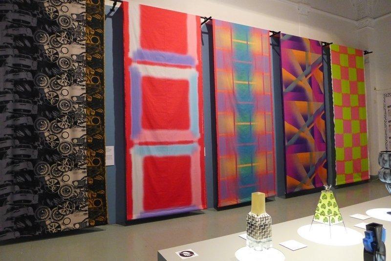 Blick in die Ausstellung 'postmodernismi 1980 - 1995'  Foto mit freundlicher Erlaubnis von Designmuseo Helsinki