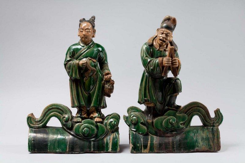 Zwei daoistische Unsterbliche, Firstziegel vom Dach eines daoistischen Tempels, Qing-Dynastie, 17. - 18. Jh., Steinzeug, Provinz Shanxi, F 11, 2 Foto: vom Museum zur Verfügung gestellt