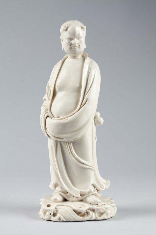 Daoistischer Unsterblicher, Ming-Dynastie, Mitte 17. Jh., Blanc de Chine, Dehua, Provinz Fujian, F 84,2 Foto: vom Museum zur Verfügung gestellt