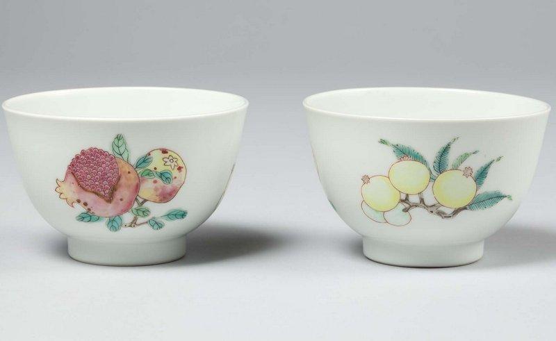 Ein Paar Trinkbecher, Qing-Dynastie, Yongzheng-Marke und Periode (1723-35), Porzellan, Jingdezhen,Provinz Jiangxi, F 76,5 Foto: vom Museum zur Verfügung gestellt