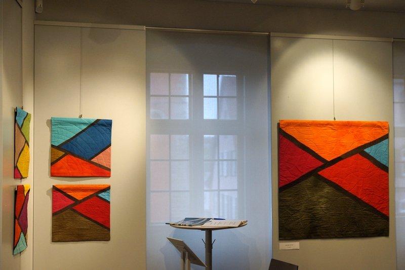 Lisa Kastner: Gospel & Spiritual (4-teilig, li) und Amazing Grace (re) Ausstellung 'Musik trifft Stoff' - Network Quilters