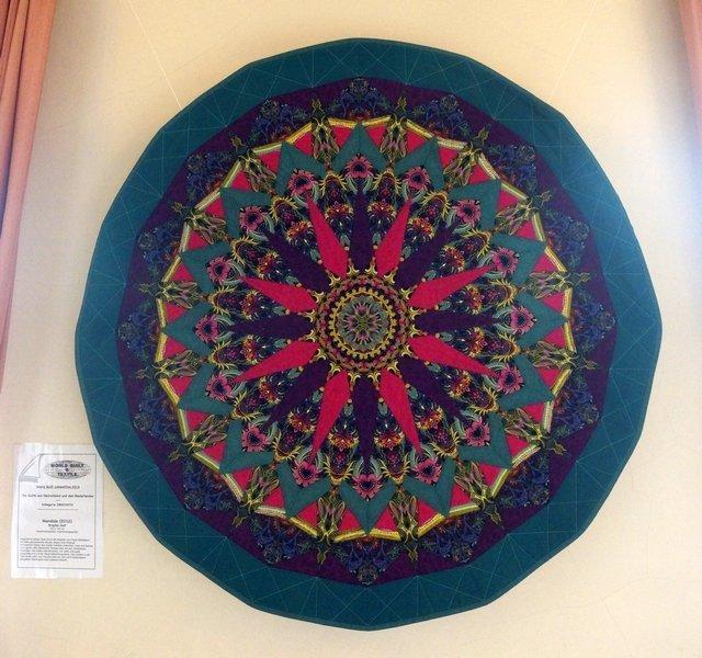 Brigitte Gelf: Mandala, 125 x 125 cm Ausstellung