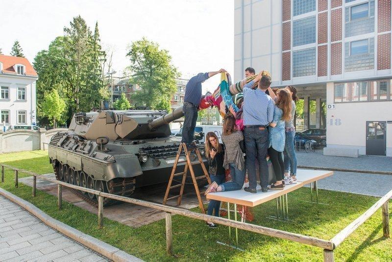 Der Panzer wird eingestrickt Foto: Felix Weinold
