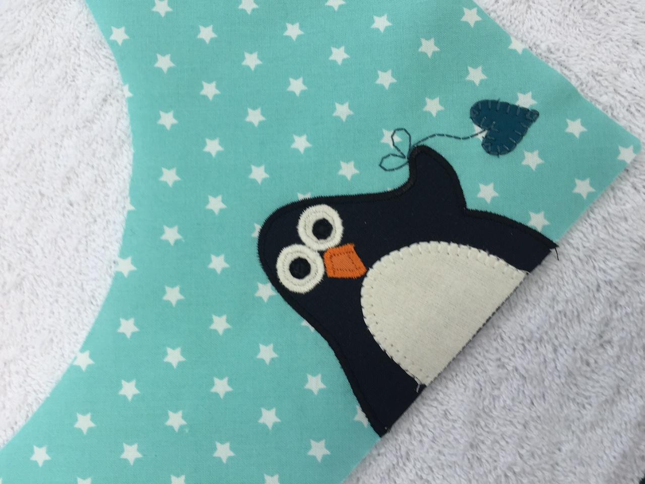 BERNINA Challenge: Nähen ohne Zuschnitt? Ein Pinguin-Babyhalstuch ...